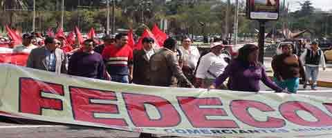 Imagen-Quito – Ecuador: Comerciantes se movilizan en demanda de estabilidad, regularizacion y el derecho al trabajo
