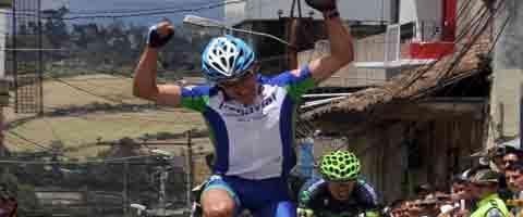 Imagen-Ecuador: Juan Pozo del carchi llega primero a Tulcan en la vuelta ciclistica