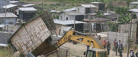 Imagen-Guayaquil: Los desalojos en Monte Sinai, ¿politicas de reubicacion o desplazamiento masivo de poblacion?