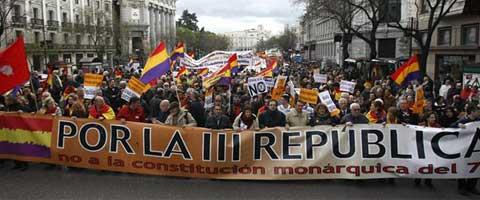 """Imagen-Madrid: Miles de personas reclaman la III Republica ante el """"agotamiento del regimen de la Transicion"""""""