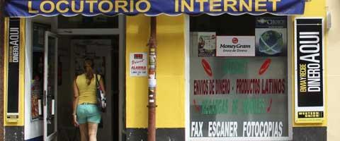 Imagen-España quiere prohibir el uso de locutorios y cibercafes a inmigrantes sin papeles