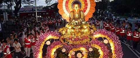 Imagen-De leyendas orientales, celebraciones cosmicas y treguas bilaterales