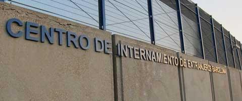 Imagen-El juez ordena traducir los derechos de los internos en el CIE de Zona Franca a sus lenguas