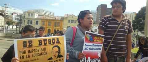 Imagen-Ecuador: Estudiantes exigen la libertad de sus companeros