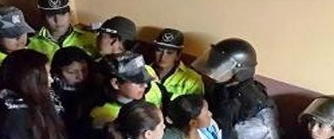 Imagen-Ecuador: Urgente, Detenidas de carcel de El Inca trasladadas a Cotopaxi